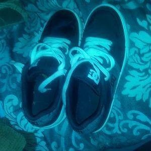 Boys size4 DC Sneakers